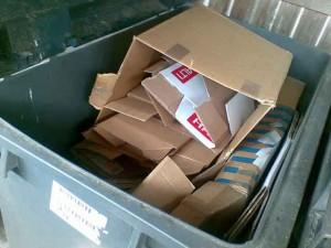 Hyvä, että joku edes joskus edes vähän litistää pahvilaatikoitaan.